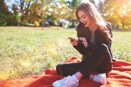 zena-se-smartphonem