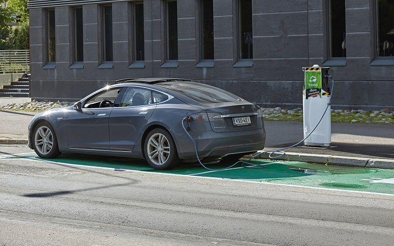 Dobíjení elektromobilu