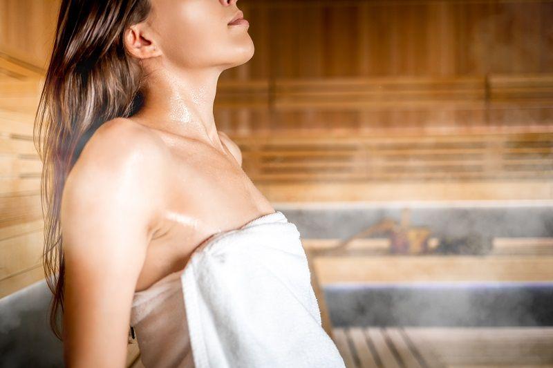 zena-v-saune